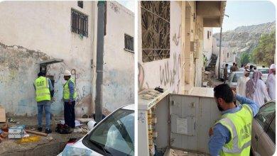 Photo of شاهد أول صور من حي النكاسة لحظة مباشرة الجهات المختصة إجراءات فصل الخدمات تمهيداً للإزالة