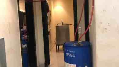 Photo of بالصور: بعد تنسيق الهيئة والشرطة.. إتلاف عدة مصانع للخمور بالرياض