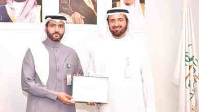 """Photo of """"متلازمة الوادعي"""" مرض جديد اكتشفه طبيب سعودي.. ووزير الصحة يكرّمه"""