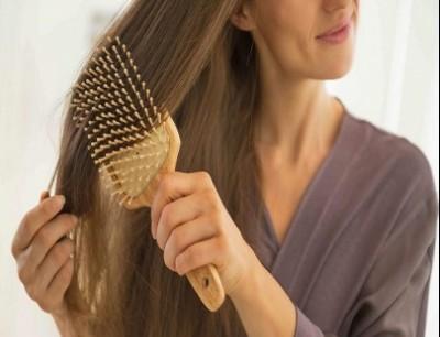 الطريقة الصحيحة لتنظيف فرشاة الشعر