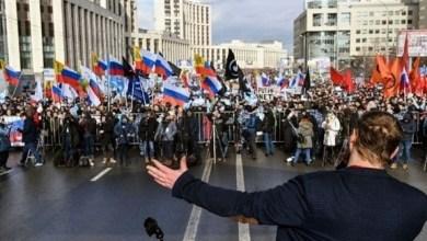 Photo of آلاف المتظاهرين يرفضون الرقابة على الإنترنت في روسيا