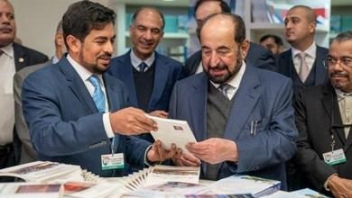 Photo of سلطان القاسمي يزور جناح الشارقة في معرض باريس الدولي للكتاب