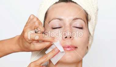 Photo of كيفية استخدام الشمع لإزالة شعر الوجه