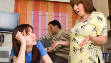 Photo of كيف تتصرفين إذا تشاجر زوجكِ مع والدته