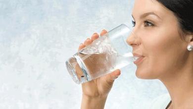 Photo of أفضل وقت لشرب الماء للتخسيس