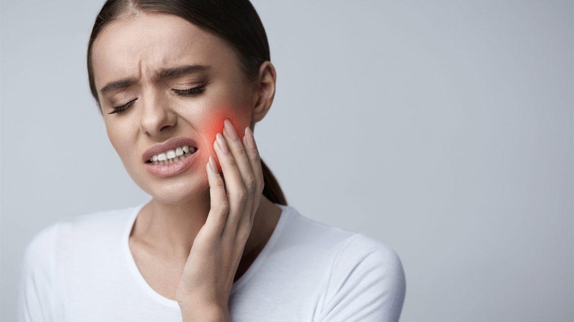 21 وصفة طبيعية لعلاج ألم الأسنان