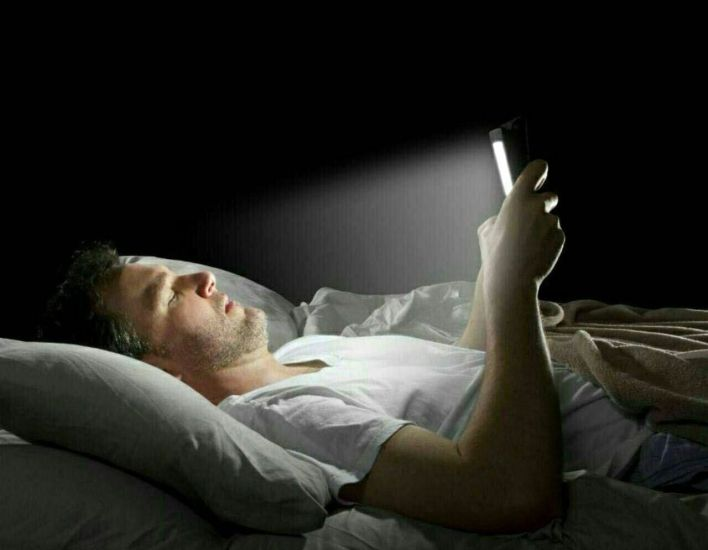 ماهي مخاطر الجوال على النوم