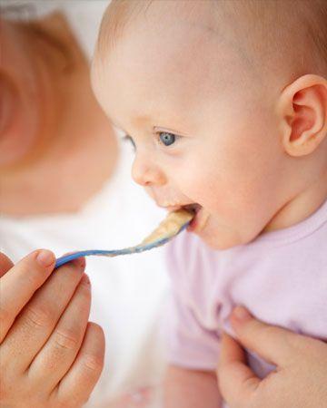 طعام الطفل في الشهور الأولى