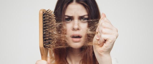 وصفات سهلة لمعالجة مشكلة تساقط الشعر بشكل سريع