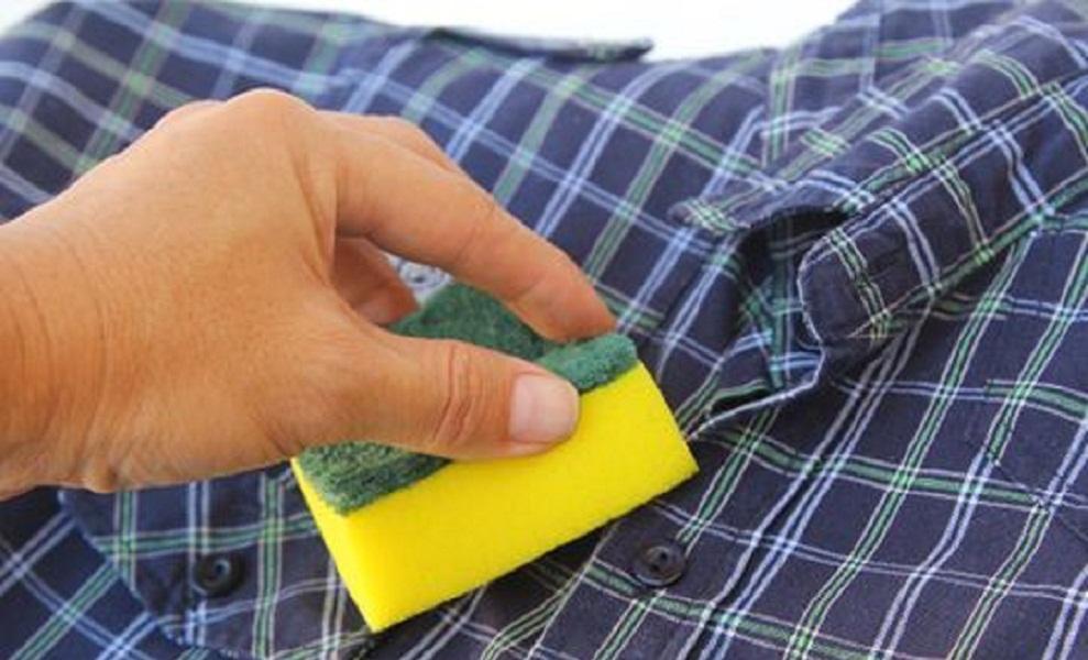 طرق ازالة وبر الملابس