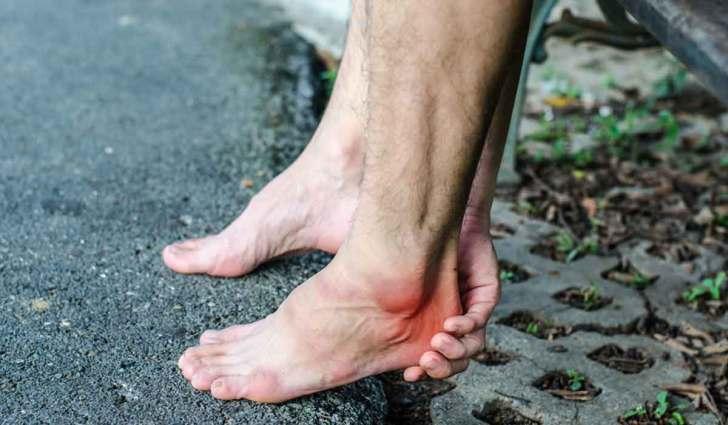 علاج وجع القدمين بسبب الوقوف