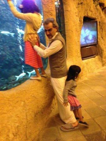 Photo of صور الامير الوليد بن طلال مع احفاده