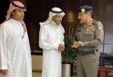 Photo of صور تكرم مواطن ساعد رجال الأمن في القبض على أحد الجناة