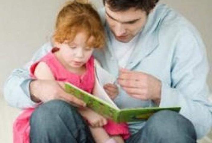 قراءة القصص للمساعدة طفلك على النطق مبكرا