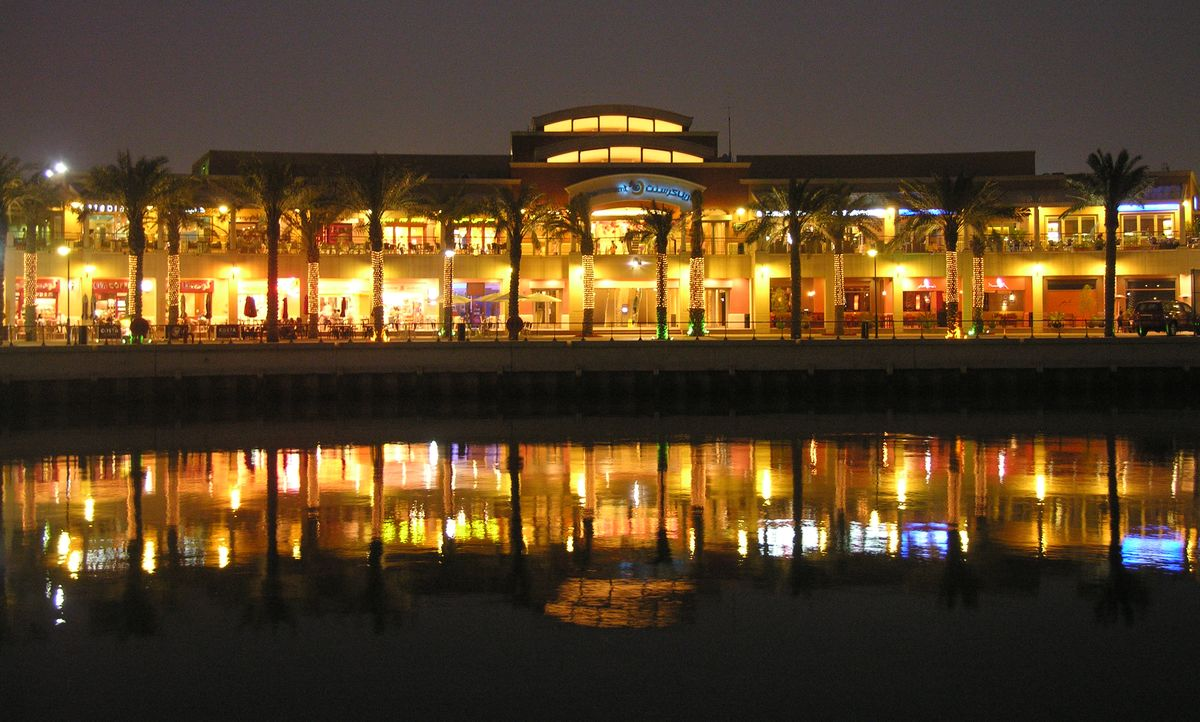 1200px Marina crescent at night