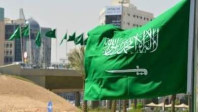"Photo of أمريكي في السعودية يعتب على حكومة بلاده في تعاملها مع ""كورونا"" ويقارنها باحترافية المملكة"