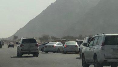 Photo of شاهد: دوريات الأمن بحائل تُفرِّق تجمعًا بمنتزه بري بعد هطول الأمطار