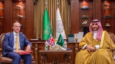 Photo of خالد بن سلمان يبحث مع وزير خارجية بريطانيا تعزيز الشراكة الاستراتيجية بين البلدين