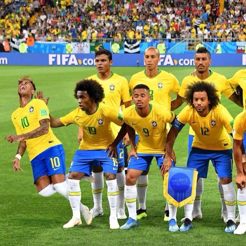 Team picture of Brazil with Neymar