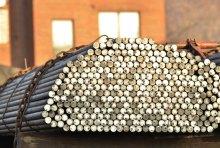 נפגעה ממוטות ברזל על רכב חונה, אך תביעתה נדחתה