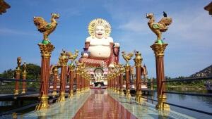 Besuch beim Buddha: Es gibt viele verschiedene Buddha Statuen, das ist der lustige mit dem Dicken Bauch.