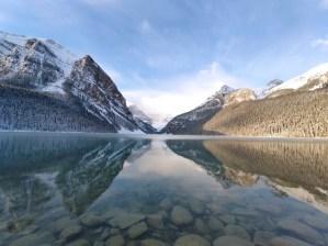Spiegelung der Berge im See