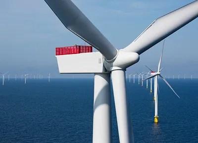 111 Windenergieanlagen im Offshore-Windpark Anholt / 111 wind turbine units make up the Anholt offshore wind farm