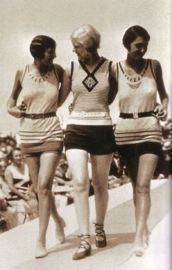 1928 fashion show at the beach
