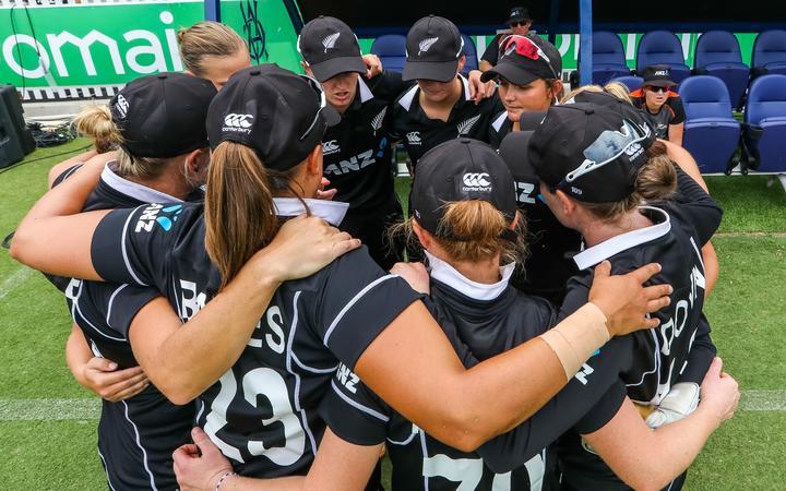 White Ferns team huddle.