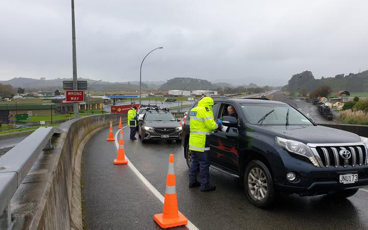 Police at Auckland's Mercer border checkpoint