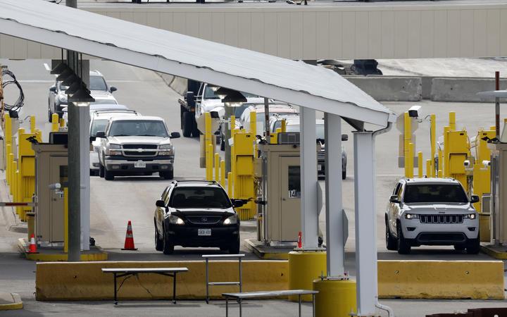 Coronavirus: US-Canada border to close, EU steps up border ...