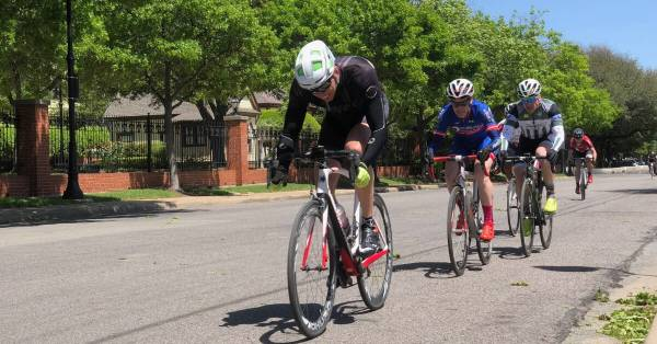 cyclists drafting