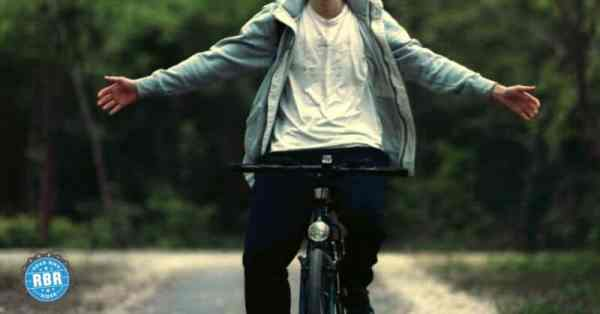 riding bicycle no hands