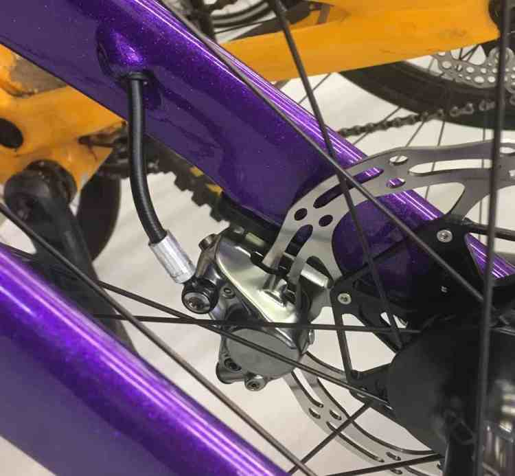 Internal brake cable routing for disc brakes