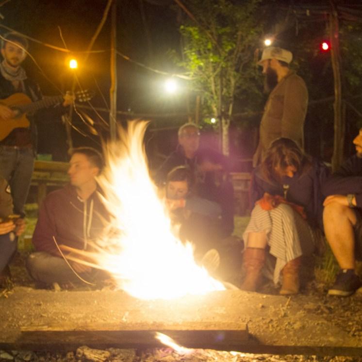 Travellers Camp 2016, la sera intorno al fuoco