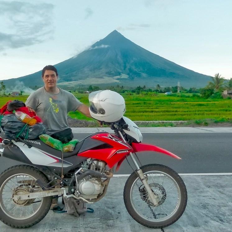 Filippine in moto, il vulcano Mayon