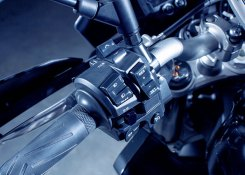Yamaha MT-10 Tourer Edition, cruise control