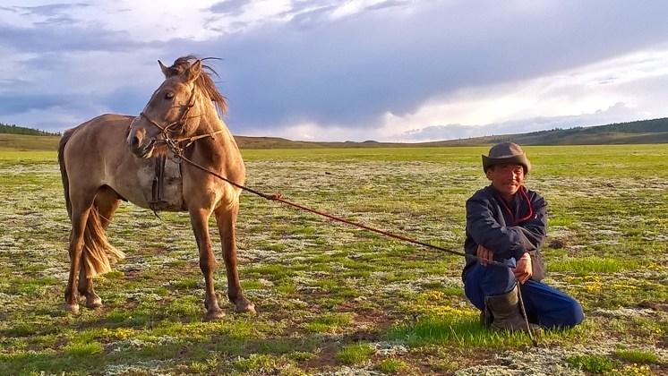 In Mongolia incontro con cavaliere