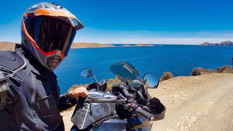 Giro del mondo in KTM lago titicaca