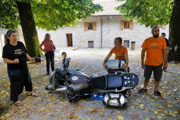 horizons-unlimited-italia-2018-tecnica-alzare-moto