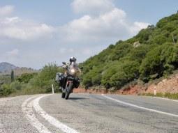 anlas-capra-r-test-asfalto