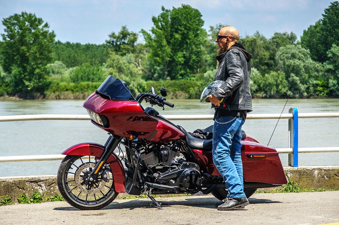 video Valle del Po con Harley Davidson Road Glide Special