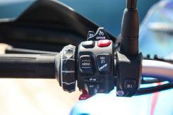 BMW F 850 GS Adventure, il selettore multicontroller e le impostazioni della sospensione