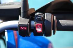 BMW F 850 GS Adventure, il tasto per la chiamata d'emergenza e quello dei riding mode