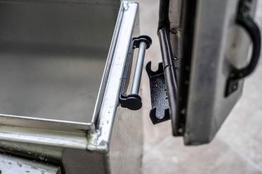 valigie-alluminio-koboldbike-africa-twin-dettaglio-cerniera-rimozione-coperchio