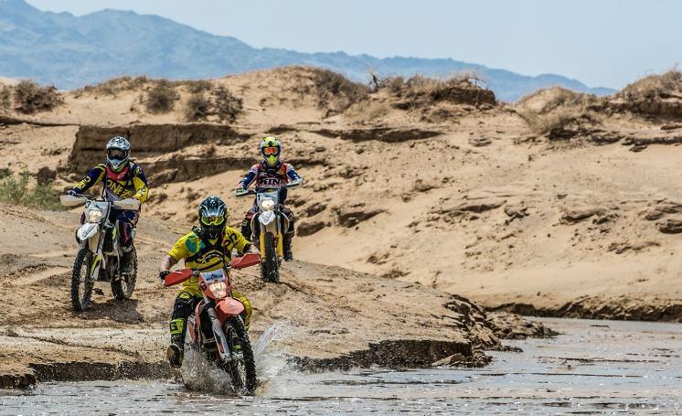 gobi-desert-rally-moto-guado