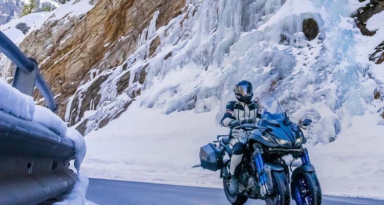 svizzera in moto in inverno