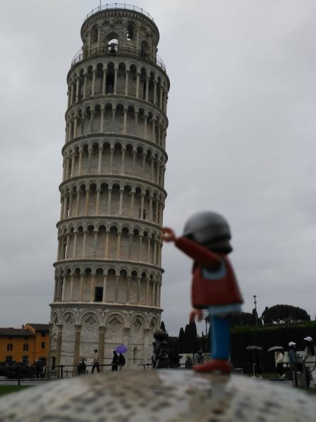 click-jones-moto-playmobil-instagram-torre-di-pisa