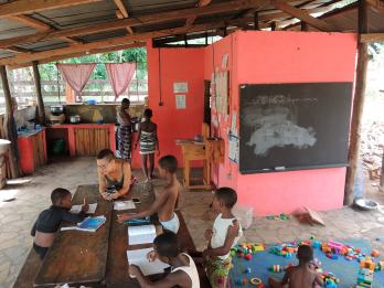 in-ape-in-africa-togo-scuola-maison-sans-frontieres