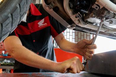 Honda-Africa-Twin-1100-Tagliando-cambio-olio